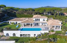 Luxury property for sale in Sainte-Maxime. Spacious villa with a guest house, a private garden, swimming pools, a garage, a sauna, a Turkish bath and a Jacuzzi, Saint-Maxime, France