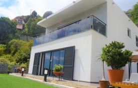 3 bedroom houses for sale in Madeira. Three-bedroom modern home