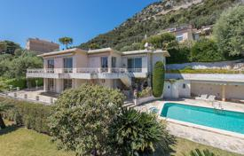 Luxury 4 bedroom houses for sale in Beaulieu-sur-Mer. Beaulieu-sur-Mer — Magnificent villa for renovation