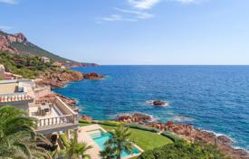 Luxury property for sale in Saint-Raphaël. Close to Cannes — Waterfront villa in Anthéor