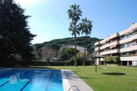 Apartments with pools for sale in Premià de Dalt. Comfortable apartment in Premia de Dalt, Spain