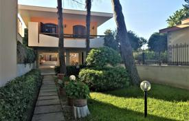 Property for sale in Sicily. Renovated villa with a garden, a veranda and an access to the beach, in Siracusa, Sicily, Italy
