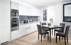 Luxury residential for sale in London. Spacious apartment with a terrace in a residential complex with a gym, a concierge and an underground parking, London, UK