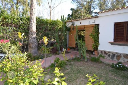 Cheap 2 bedroom houses for sale in Canary Islands. Bungalow near Maspalomas Golf Course