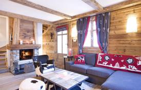 3 bedroom villas and houses to rent in French Alps. New chalet with a sauna, a terrace and a fireplace, at 200 m from the slope, Courchevel, France