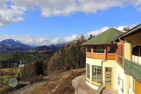 Cheap commercial property in Kirchdorf an der Krems. One-bedroom holiday apartment in Alps for rent in a hotel complex with swimming pool and wellness area, Windischgarsten