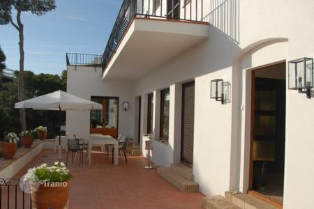 Villas and houses for rent with swimming pools in Catalonia. Detached house – Sant Antoni de Calonge, Catalonia, Spain