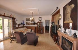 3 bedroom houses by the sea for sale in La Marina. Furnished villa with a huge plot in La Marina, Alicante, Spain