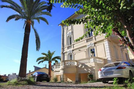 5 bedroom houses for sale in Nice. Magnificent 1920 's mansion
