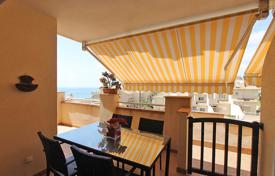 Apartments with pools by the sea for sale in Dehesa de Campoamor. Apartment – Dehesa de Campoamor, Valencia, Spain