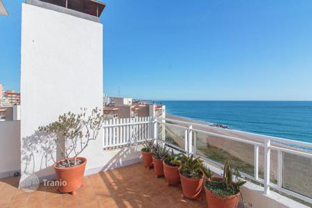 Coastal property for sale in Santa Susanna. Penthouse with terrace and sea views