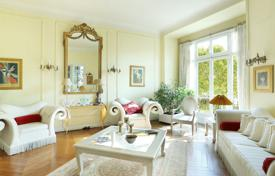 Paris 16th District – A 3/4 bed family apartment enjoying open views for 1,990,000 €