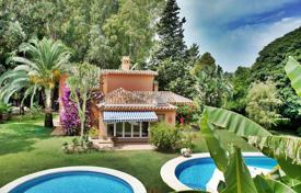 6 bedroom houses for sale in Estepona. Spacious villa with a private garden, a swimming pool, a guest house, a garage and a terrace, Estepona, SpainT