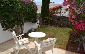 Houses with pools by the sea for sale in Spain. Furnished two-storey house with a garden in Las Americas, Tenerife