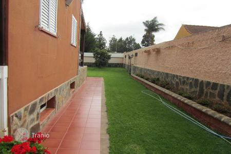 6 bedroom houses for sale in Canary Islands. Brand new villa in the Urbanization of Los Almendros in Valsequillo