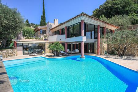 Luxury 4 bedroom houses for sale in France. The villa overlooking the sea in Villefranche-sur-Mer