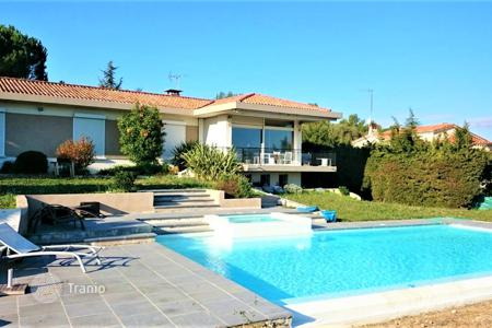 Luxury houses for sale in Antibes. Antibes