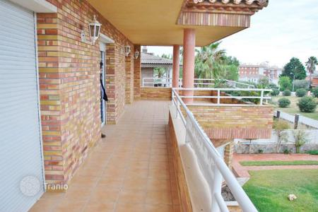 5 bedroom houses by the sea for sale in Costa Dorada. House Costa Dorada