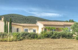 Residential for sale in Lourmarin. Lourmarin — Recent villa