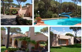 Houses with pools by the sea for sale in Tuscany. Villa – Castiglione della Pescaia, Tuscany, Italy