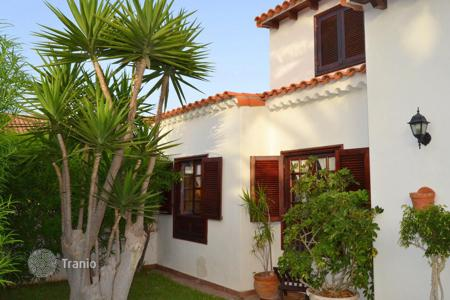 Townhouses for sale in Oasis del Sur. Terraced house – Oasis del Sur, Canary Islands, Spain