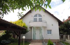 Houses with pools for sale in Prague. Detached house – Praha 4, Prague, Czech Republic