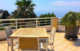 2 bedroom apartments for sale in Cap d'Ail. Corner 2 bedroom apartment with spacious terrace and sea view!