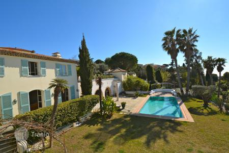 Luxury 6 bedroom houses for sale in Côte d'Azur (French Riviera). Fabron, large bastide sunny with sea view