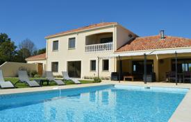 Villas and houses to rent in Pays de la Loire. Villa Chevalet