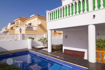 3 bedroom houses for sale in Canary Islands. Lovely villa in a 5-minute walk from the Canarian village of Valle de San Lorenzo
