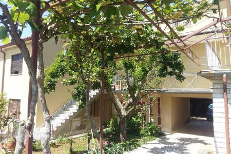 Residential for sale in Galižana. House House with two separate apartments in the quiet part of Galižana!