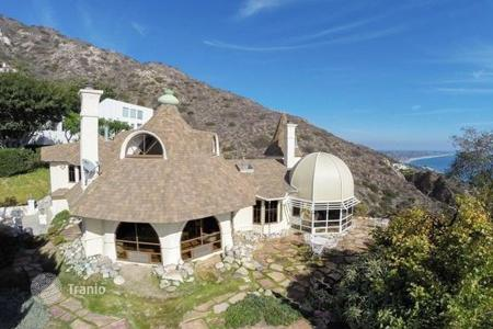 2 bedroom houses for sale in North America. Villa in Malibu