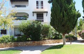 Apartments for sale in Faro. 2 bedroom apartment with communal pool and sea view, São Rafael, Albufeira