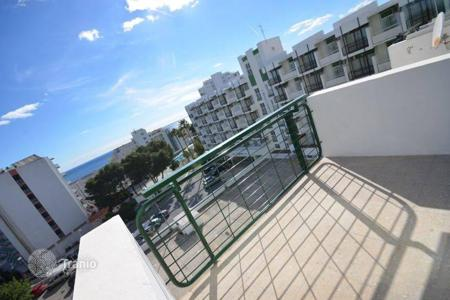 3 bedroom apartments by the sea for sale in Benalmadena. This sunny and spacious apartment has fantastic jaw-dropping sea views