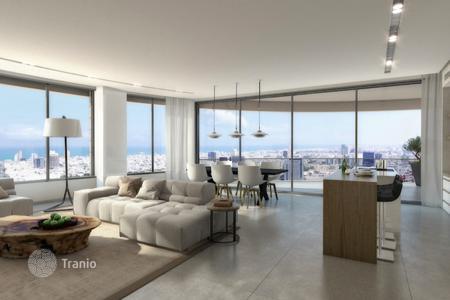 Apartments with pools by the sea for sale in Tel Aviv. New building in Tel Aviv