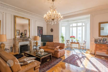 4 bedroom apartments for sale in Provence - Alpes - Cote d'Azur. Nice, Musiciens magnificent 6/7 room Bourgeois apartment on the second to last floor