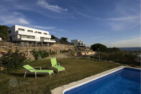 Apartments with pools for sale in Mataro. New home – Mataro, Catalonia, Spain