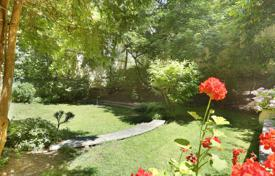 Luxury 3 bedroom apartments for sale in Paris. Paris 16th District – With a private garden. Muette OECD.