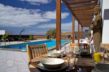 2 bedroom villas and houses to rent in Spain. Villa - Canary Islands, Spain