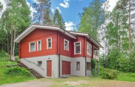 Residential for sale in Vihti. Two-storey cottage with a fireplace, a stove and a sauna, surrounded by a picturesque natural landscape, Vihti, Finland