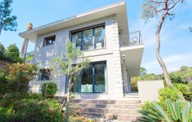 4 bedroom houses for sale in Roquebrune - Cap Martin. Two-storey modern villa with a pool, a terrace and sea views, Roquebrune-Cap Martin, France