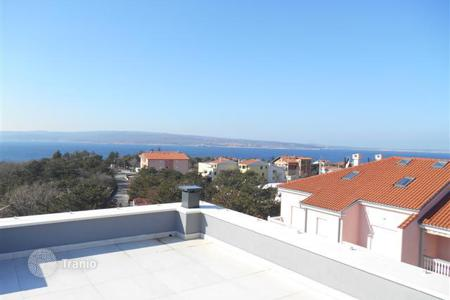 3 bedroom apartments for sale in Selca. A modern building with a swimming pool in Selce