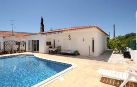 Houses with pools for sale in Faro. One-storey villa with a private pool, Albufeira, Portugal