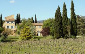 Luxury property for sale in Puyvert. Close to Lourmarin — Winery