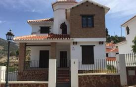 Cheap houses for sale in Andalusia. Villa – Vélez de Benaudalla, Andalusia, Spain