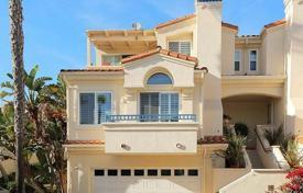 Townhouses for sale in North America. Townhouse overlooking the ocean in Malibu