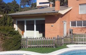 5 bedroom houses for sale in Tarragona. Spacious villa with a plot, a pool and a terrace, Almoster, Spain