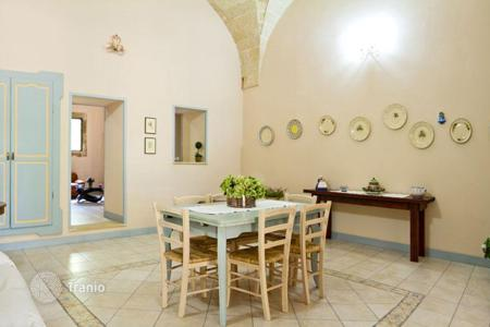 3 bedroom houses for sale in Apulia. Renovated historic villa with a large garden, a porch and a terrace, Casarano, Italy