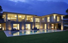 Spacious villa overlooking the sea with a private garden, a pool and a garage, Saint-Tropez, France for 10,900,000 €