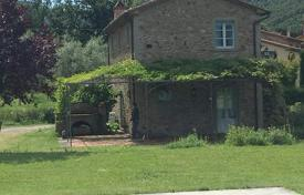 2 bedroom houses for sale in Tuscany. Traditional Tuscan house with a swimming pool in Cortona, Tuscany, Italy